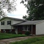 roofers Mansfield Ohio home with shingle roof and white vinyl siding