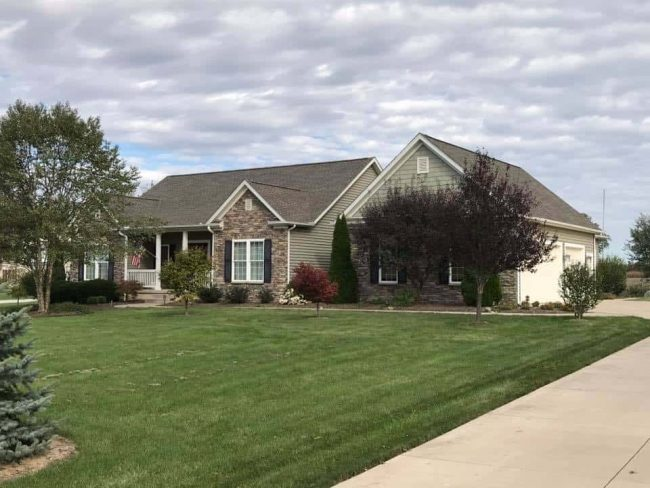 roofers mount vernon ohio home with shingle roof and siding