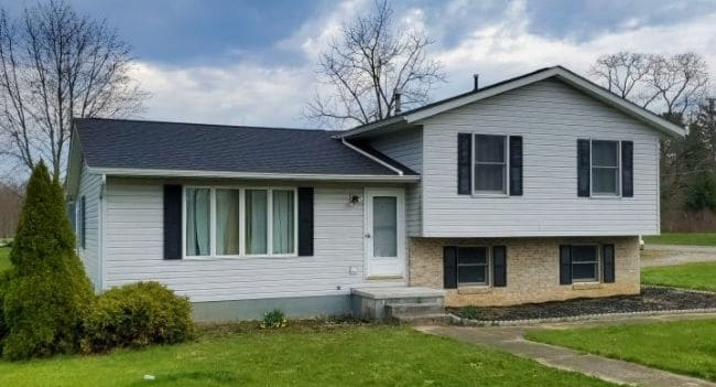 new gray roof installation on home with white vinyl siding by roofing contractors in Mansfield Ohio